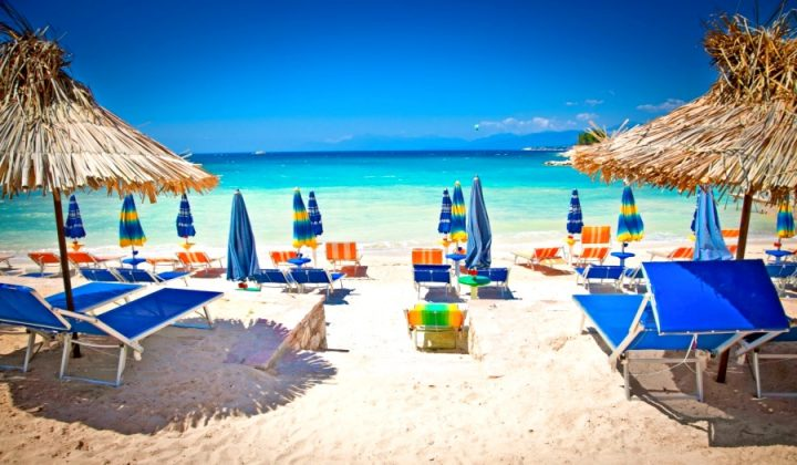 Чистый песок на пляже Ксамиль