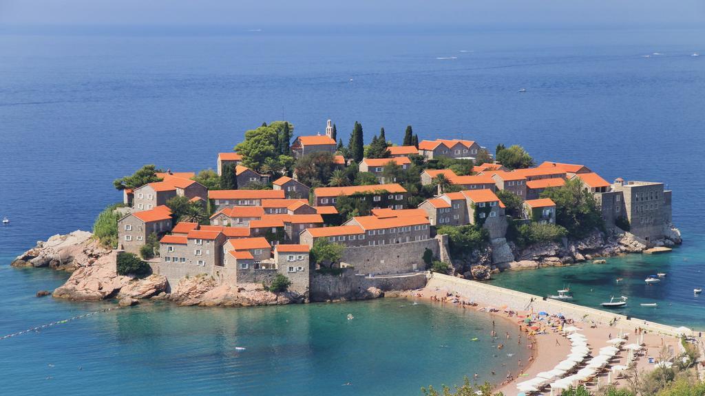 Где лучше отдыхать в Черногории?