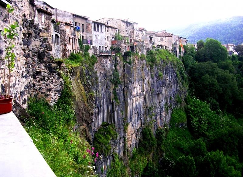 Города на скалах – 5 самых красивых топ мест Европы